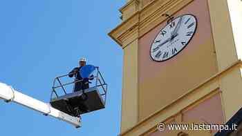 L'orologio del campanile di Tricerro è ko: lo ripara la stessa ditta del Vaticano - La Stampa