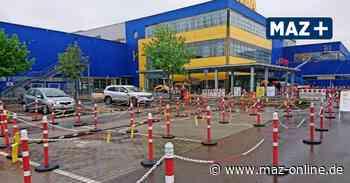 Kaum großer Andrang bei Ikea in Waltersdorf - am Montag kommen etwas mehr Kunden als sonst zur Wiedereröffnung nach Aufhebung der begrenzten Verkaufsflächen wegen Corona - Märkische Allgemeine Zeitung