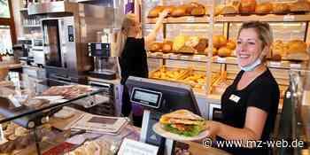 Nahe der Martinskirche in Bernburg gibt es ein neues Café der Bäckerei Latsch: Brot, Brötchen, Torten, Café und Snacks - Mitteldeutsche Zeitung