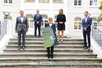 Freude über IHK-Qualitätssiegel: Exzellente Ausbildung bei der Volksbank Stade-Cuxhaven - Kreiszeitung Wochenblatt