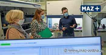 TH Wildau: Bildungsministerin Schüle besucht Corona-Testlabor - Märkische Allgemeine Zeitung