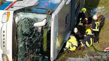 Berka/Hainich | Meiningen: Staatsanwaltschaft stellt Ermittlungen zum Schulbusunfall ein - MDR