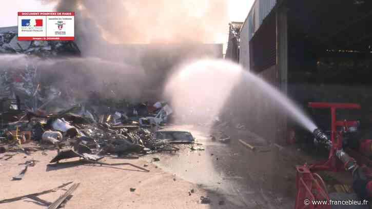 Un feu de ferraille industrielle à Vitry-sur-Seine, une centaine de pompiers mobilisés - France Bleu