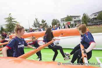 Neues Spielgerät des Stadtjugendrings Neukirchen-Vluyn ist da: Kicker-Kult in Lebensgröße - Neukirchen-Vluyn - Lokalkompass.de