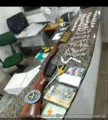 Dona de bar é presa com arma e drogas escondidas em Aracoiaba - Diário do Nordeste