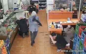 Video: Golpe comando a un supermercado en Santos Lugares - Clarín.com