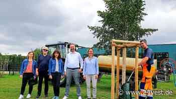 Datteln: Wählergemeinschaft die Grünen bringen Wassersäcke an Bäumen an - 24VEST