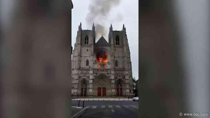 Nantes: Arson suspected in fire at Saint-Pierre-et-Saint-Paul cathedral - BBC News