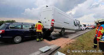 Vierfach-Unfall bei Stutensee: L560 mehrere Stunden halbseitig gesperrt - ka-news.de