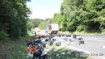 A7 bei Melsungen: Getränkelaster verliert Ladung in der Autobahnausfahrt - HNA.de