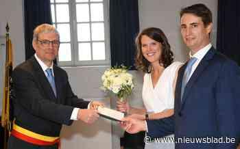 Woning bruidspaar ingepakt met leeuwenvlaggen - Het Nieuwsblad