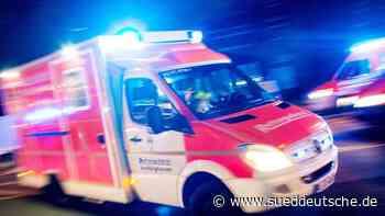 Mann randaliert auf Garagendach und stirbt in Klinik - Süddeutsche Zeitung