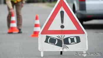 Unfall B28 Reutlingen: Verkehrsbehinderung: VW-Bus überschlägt sich in Richtung Metzingen - SWP