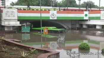India News | ⚡Delhi Rains: Elderly Man Dies After Drowning Near Flooded Minto Bridge - LatestLY