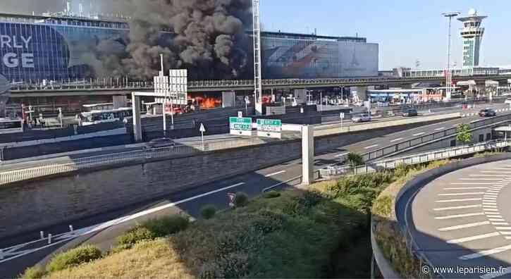 Incendie au terminal 4 d'Orly : «Il y a eu une détonation et les vitres du bus ont explosé» - Le Parisien