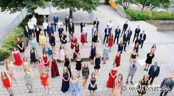 Corona-konforme Feier: 50. Abiturjahrgang verlässt Gymnasium Eschenbach - Onetz.de
