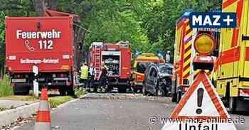 Rettungshubschrauber im Einsatz - Straße zwischen Zehdenick und Gransee nach schwerem Unfall voll gesperrt - Märkische Allgemeine Zeitung