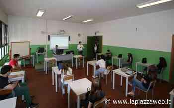 """""""Fra i primi a rientrare in classe tra mascherine, gel ed emozione"""" - La Piazza"""