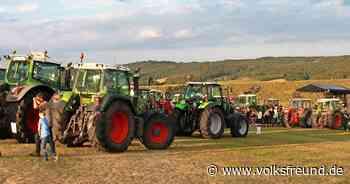 Zur Treckerdisco der Landjugend Daun kommen weit über 100 Traktoren - Trierischer Volksfreund