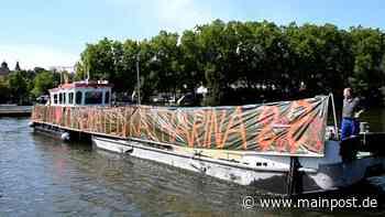 Ochsenfurt: Heiratsantrag per Plakat am Boot der Strompolizei - Main-Post