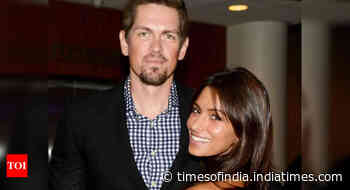 Actor Steve Howey, Sarah Shahi split after 11 years of marriage - Times of India
