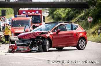 Unfall bei Holzgerlingen - Drei Verletzte nach Kollision auf B464 - Stuttgarter Zeitung