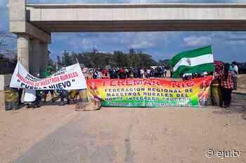 Maestros bloquean la carretera troncal Santa Cruz–Cochabamba, piden retomar diálogo con Cárdenas - eju.tv