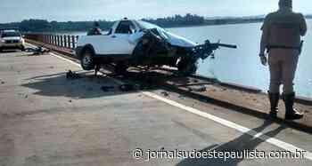 Grande susto: pick-up quase cai dentro da Represa Chavantes - Jornal Sudoeste Paulista