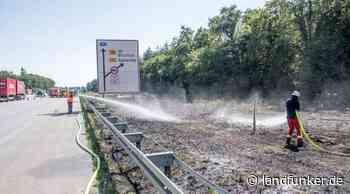 TROCKENHEIT   Großer Böschungsbrand an der Autobahn zwischen Forst und Ubstadt-Weiher - Landfunker