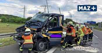 Birkenwerder: Schwerer Unfall auf der A10: Transporter fährt ins Stauende - Märkische Allgemeine Zeitung