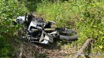 Unfall nordwestlich von Kassel in Haina. Motorradfahrer rast in die Tiefe - HNA.de