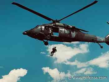 Buzos de la Armada de Colombia recuperan del río Inírida los cuerpos de 9 militares en accidene de un Black Hawk del Ejército - Defensa.com