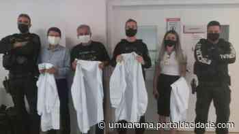 Jalecos confeccionados por detentos da Peco são doados à Uopeccan de Umuarama - ® Portal da Cidade   Umuarama