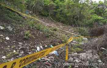 Barranca de Cocula, donde localizan restos de normalista, sigue acordona - La Jornada