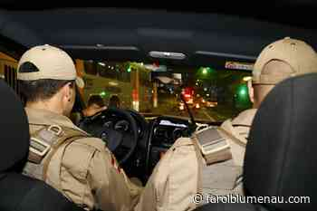 Dois são presos por resistir a recolhimento de motocicleta em Indaial - Farol Blumenau