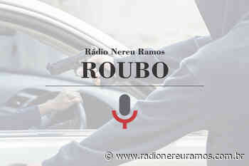 Bandidos tentam roubar carro em Indaial, mas veículo falha e suspeitos fogem sem levar nada - Radio Nereu Ramos