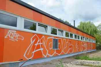 Wand mit Graffiti beschmiert - Volksstimme