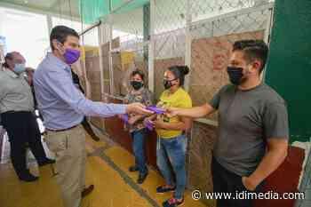 Alfonso Martínez recorre Zacapu para promover el consumo local y entregar material de protección • IDI Media - IDI MEDIA