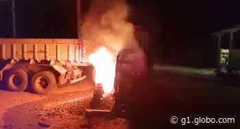 Máquina agrícola pega fogo na garagem da prefeitura de Angatuba - G1