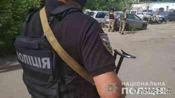 Un suspect criminel armé d'une grenade à main prend en otage le chef de la police dans le centre de l'Ukraine - News 24