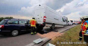 Vierfach-Unfall bei Stutensee: L560 mehrere Stunden halbseitig gesperrt | ka-news - ka-news.de