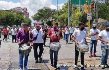 Al ritmo de banda marchan músicos en Chilpancingo; piden ayuda económica - Quadratin Guerrero
