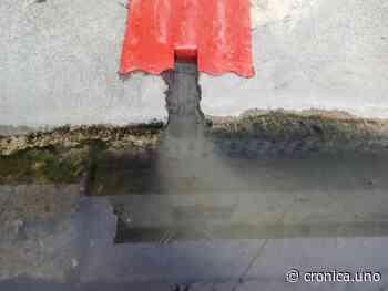 Las aguas negras inundan viviendas en Piñonal de Maracay - Crónica Uno