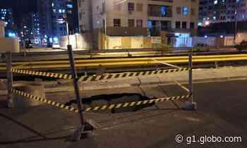 Cratera se abre em avenida de Aracaju e provoca queda de motociclista - G1