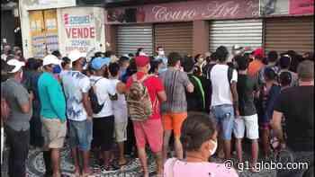 Descarte de calçados no Centro de Aracaju causa aglomeração e PM é acionada - G1