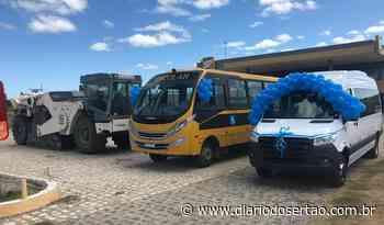VÍDEO: Prefeito de Santa Helena entrega ônibus escolar, Van e recebe ordem de serviço para a PB-395 - Diário do Sertão
