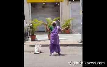 Indian Grandma,75, Shows Off Incredible Martial Arts Skills on Streets for Survival: Video - Sputnik International