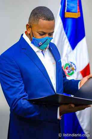 El mensaje Bolivar Valera a los jóvenes al recibir su certificado como diputado - Listín Diario