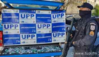 PMs são atacados no Jacarezinho, trocam tiros e apreendem drogas - Super Rádio Tupi