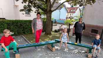 Die sanierten Bänke für den Burkhardsfeldener Kindergarten - Gießener Allgemeine